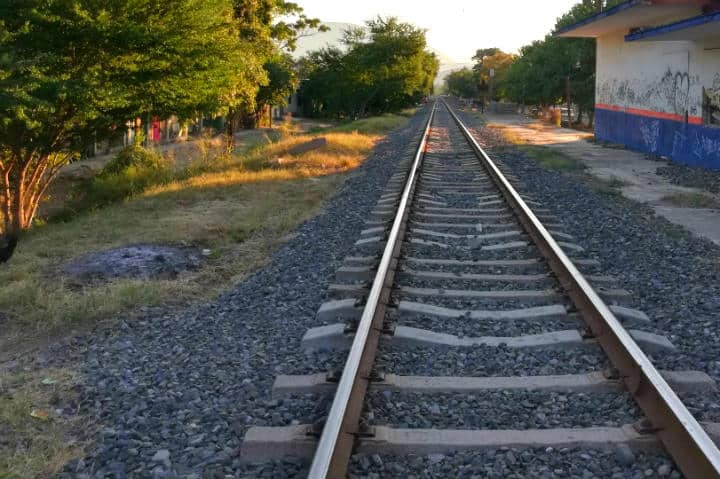 Las vías del Tren en Colima - Foto Luis Juárez J.
