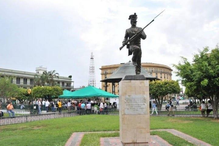 Los monumentos de la Plaza de la Libertad cuentan miles de historias Foto: El Sol de Tampico