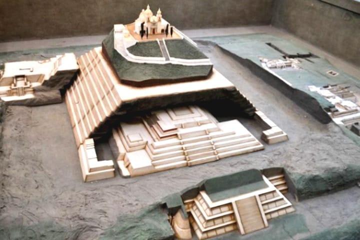 Maqueta que muestra el gran tamaño de la Pirámide de Cholula. Foto: ElGLO.