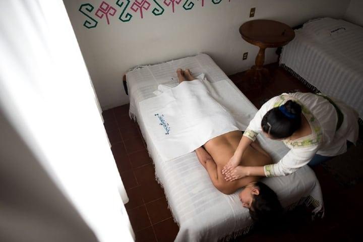 Masaje tradicional en Spa de hotel Foto: Hotel Taselotzin | Facebook