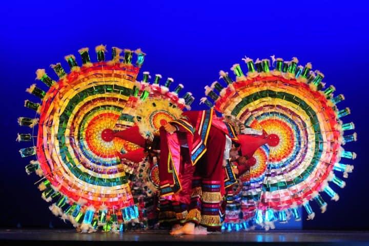 Mira el atuendo caracteristico de los danzantes, es maravilloso. Foto: Flickr.