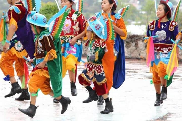 Niños representando la Danza de los Migueles Foto: La silla roa
