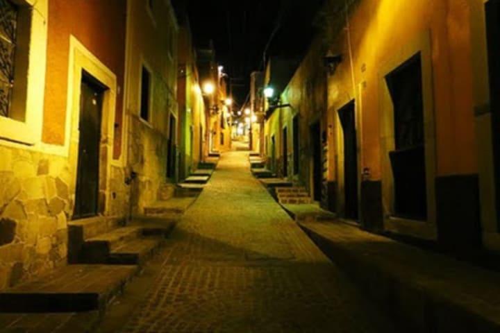 Noche oscura por las calles de Guanajuato. Foto: Archivo.