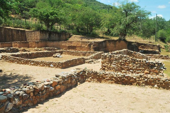 Patio de los Jaguares, en donde se encontraron las piedras talladas. Foto: Teopantecuanitlán.