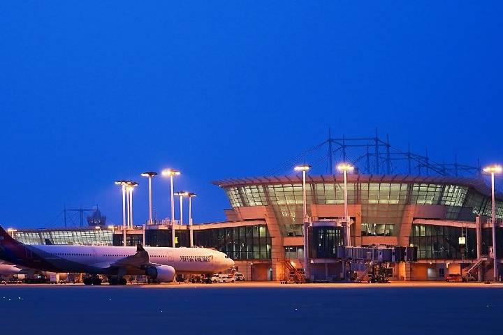 Si quieres ver volar y aterrizar a los aviones, puedes hacerlo desde el observatorio. Foto: Incheon Airport