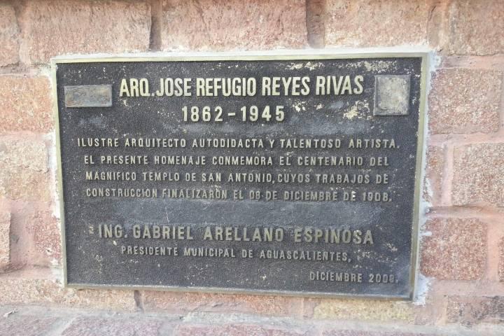Placa de conmemoración de Refugio Reyes Foto: Archivo