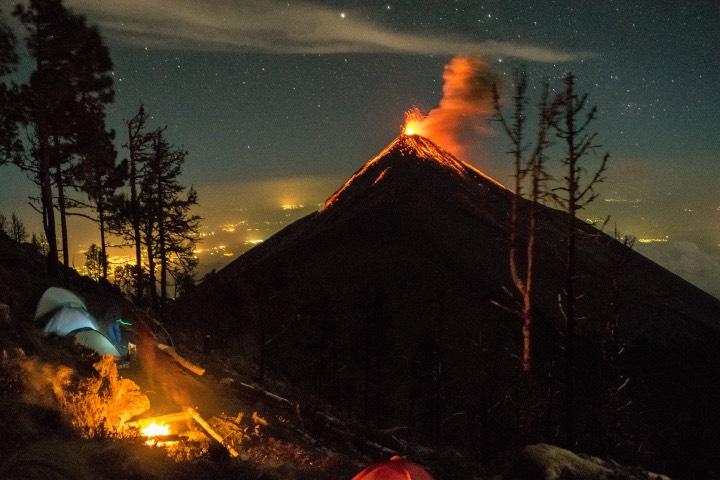 Puedes acampar a las orillas del Volcán de Fuego Foto Vicenc Conc