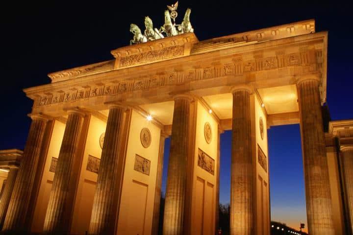 Puerta de Brandeburgo al caer la noche. Foto: Enseñarte Blogger.