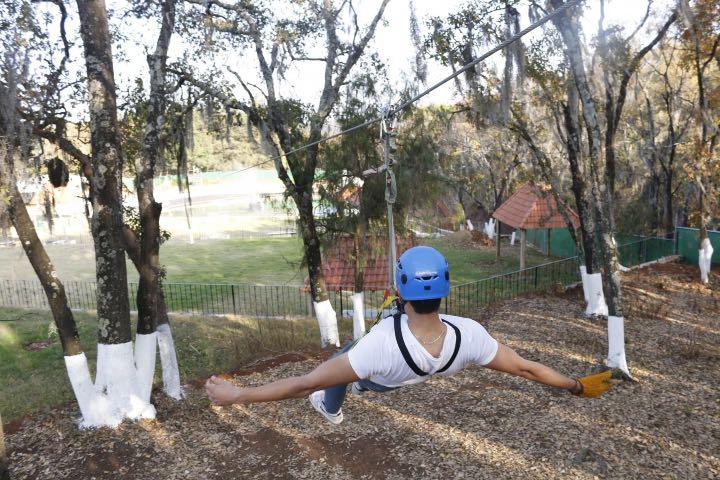Siente la adrenalina al deslizarte por la tirolesa Foto: EcoParque el Marqués | Facebook