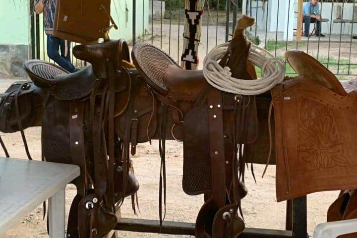 Silla para montar hecha de piel Foto: Cooperativa de Artesanos Indígenas de Sonora