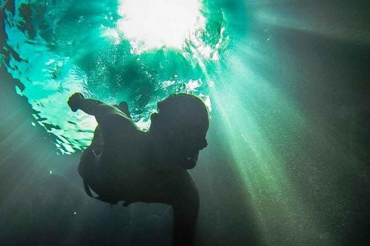 Snorkel en un cenote Foto: Guías de viaje