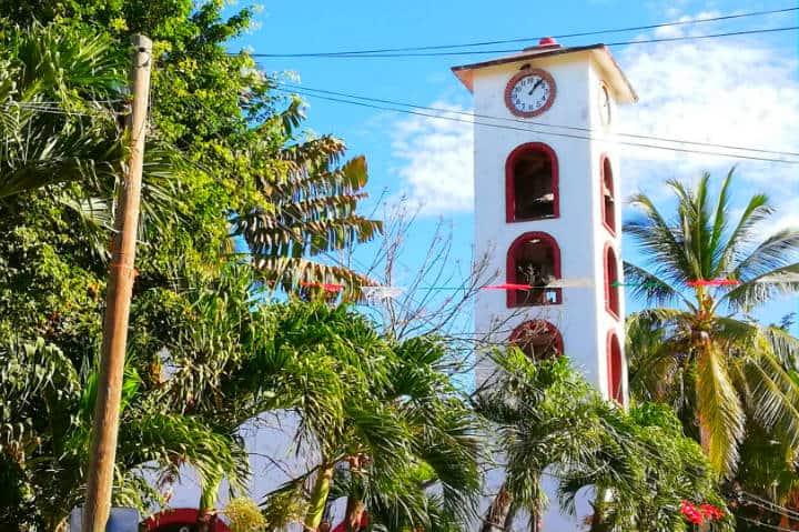 Templo de la Santa Cruz - Foto Luis Juárez J.Templo de la Santa Cruz - Foto Luis Juárez J.