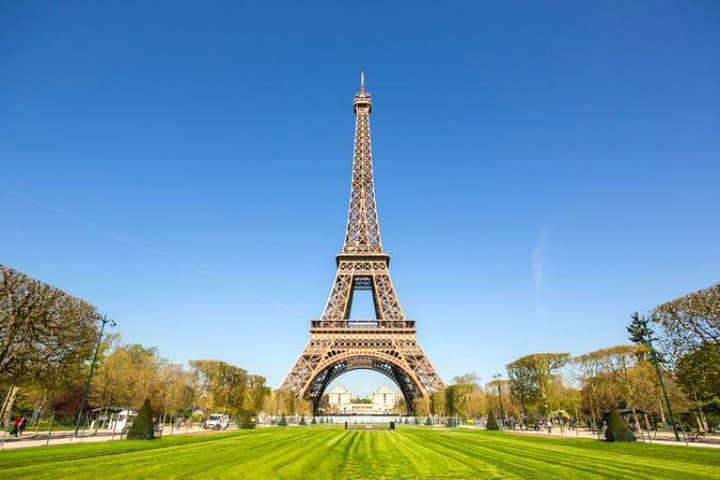 Torre-Eiffel-Ricardo-Alonso-Venereo