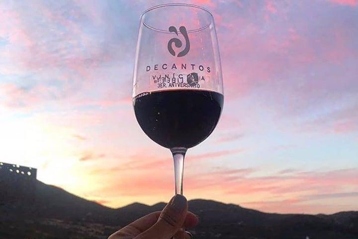 Vino tinto de Decantos Vinícola Foto: Descubre Ensenada