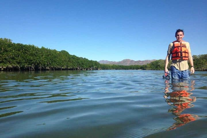 ¡Mira qué feliz se ve esta turista! Ven ya a conocer la Isla Tiburón. Foto: Outward Bound México