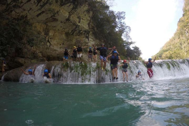 El Cañonismo es una de las actividades que podrás disfrutar dentro del agua en las Cascadas de Micos Foto: Alondra Chaparro