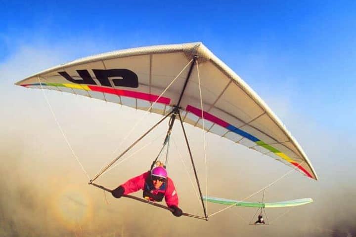 Volar por los aires en un Ala Delta en Valle Bravo es una experiencia inolvidable Foto: Playas México