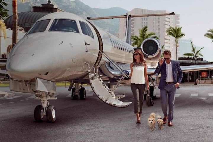 Compañía en Jet privado Foto: Mega Ricos
