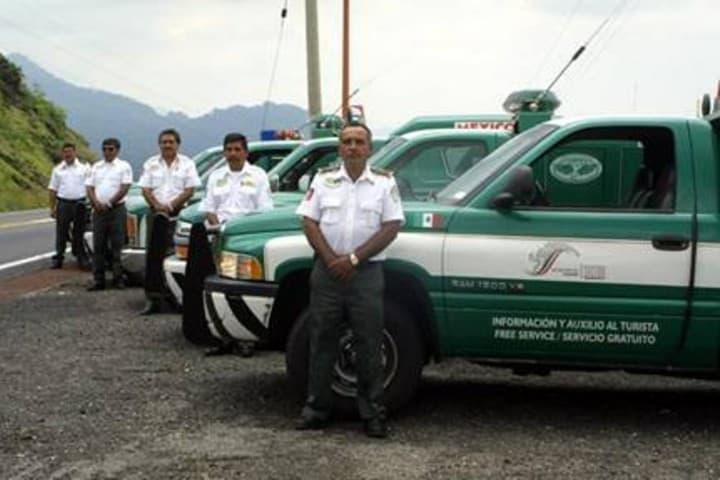 Ángeles Verdes en verano, ayuda para los viajeros. Camioneta Ángeles Verdes. Imagen. El imparcial de Oaxaca