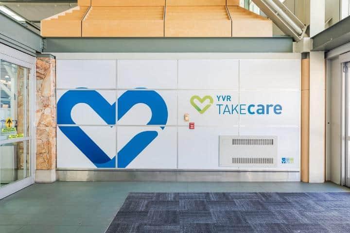 Anuncio TAKEcare en YVR. Foto: Aeropuerto Internacional Vancouver | Twitter