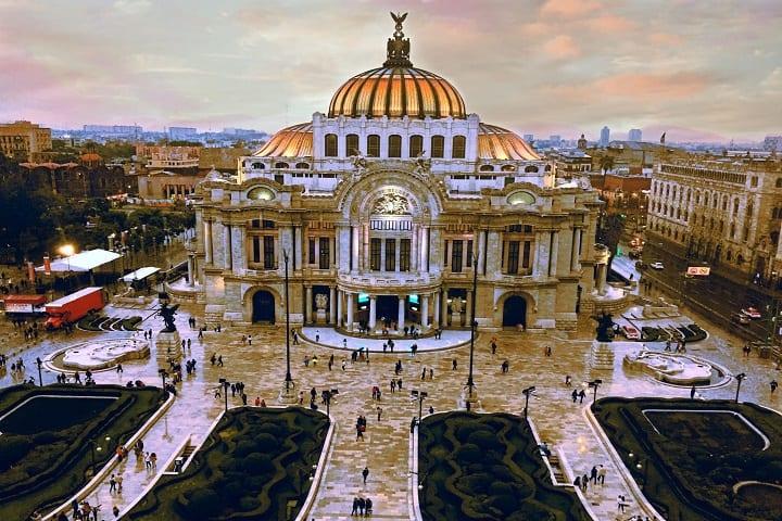 ¿Crees que Bellas Artes se veía así cuando estaban construyendo el Hemiciclo? Foto: Fernando