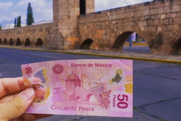 Billete de 50 pesos en el Acueducto de Morelia Foto: el.oscar.d | instagram