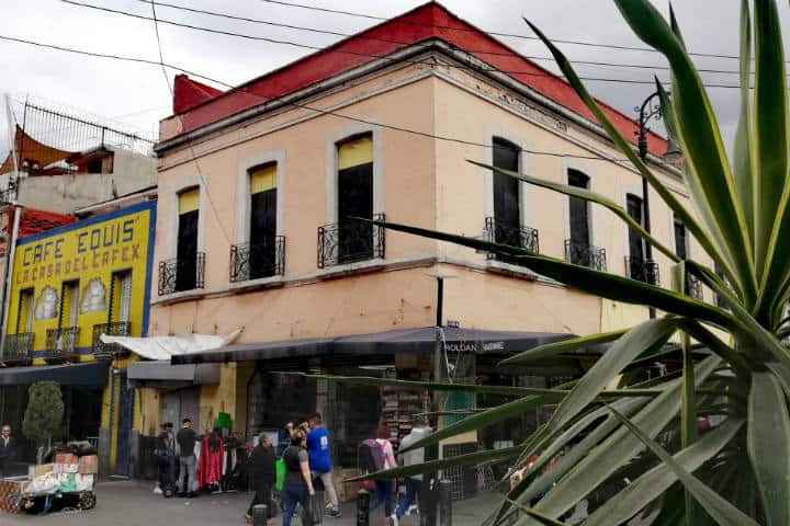 Calle Manzanares y sus comercios – Foto Luis Juárez J.