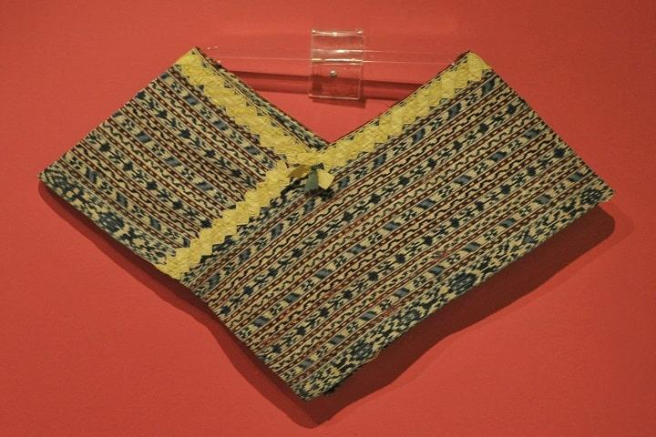 Esta es una de las prendas prehispánicas que exhiben en el Museo Regional de Querétaro. Foto: Karen Elwell
