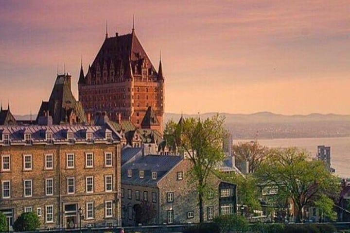 Un mirador lejano al castillo con una vista espectacular Foto: Fairmont Le castillo Château Frontenac| Facebook