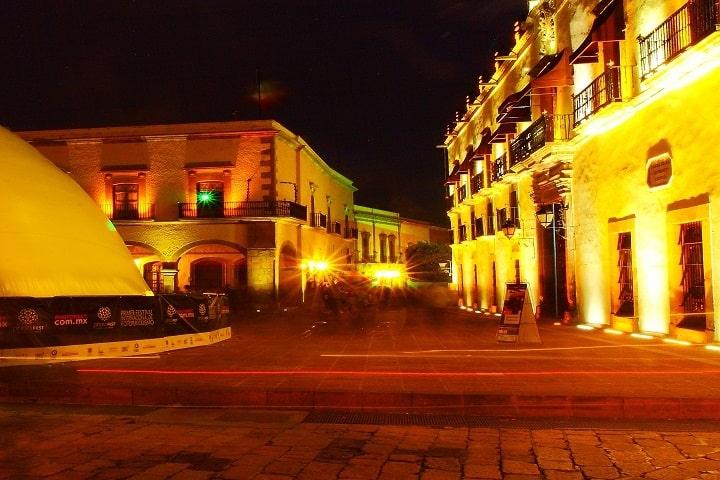 ¿A poco no se ve bonito el centro por la noche? Foto: Román Korzh