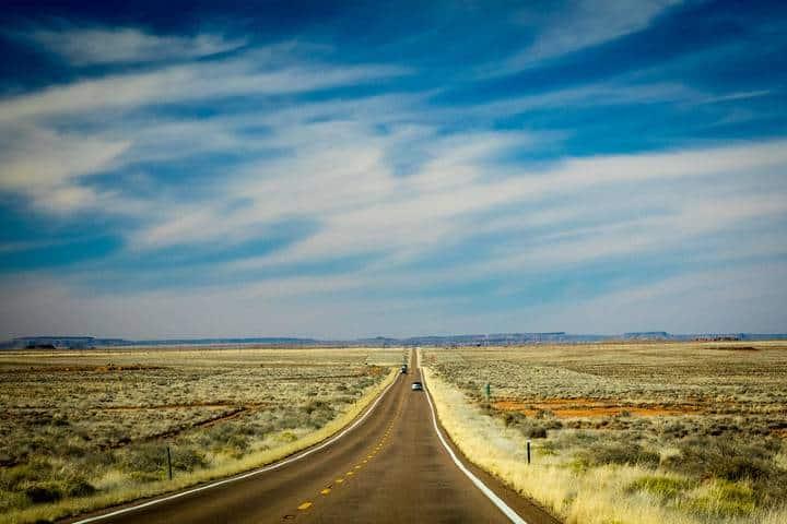 Cruza por este camino para llegar a los pueblos de Arizona, y vive una experiencia única. Foto: jan_hampton