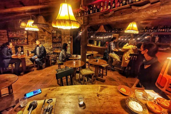 Disfruta de una comida en el restaurante de las cabañas. Foto: Cabañas Xic Xanac | Facebook