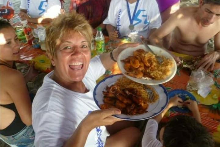 Disfrutando la comida de Barra de Coyuca Foto: Marcos Resendiz