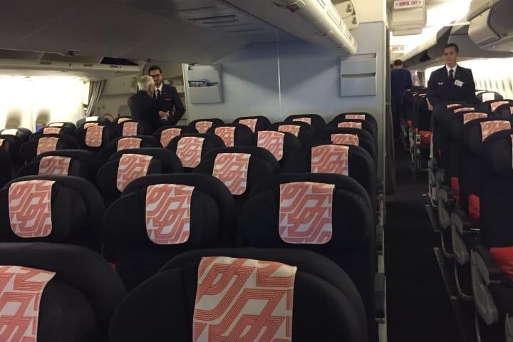 El personal de Air France con sus nuevas políticas comerciales y de salud satisface a sus clientes. Foto: Eric Salard