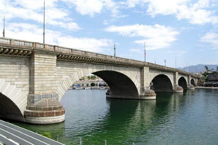 El puente de Lake Havasu City un lugar muy visitado por los viajeros. Foto: Sascha Schröder