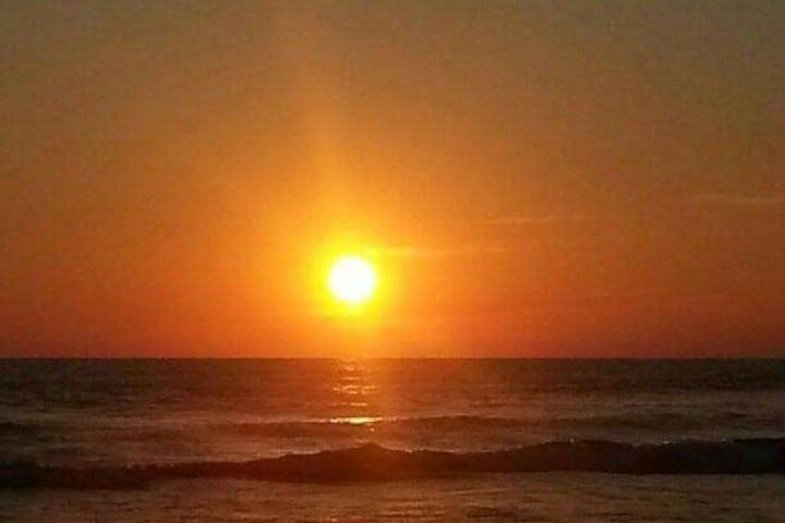 El sol escondiéndose en el mar Foto: Timoteo Diego Soto
