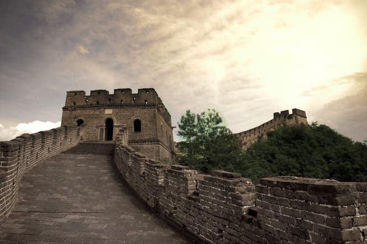 Qué fenomenal atardecer en la Muralla China, ¿No lo crees? Foto: Hanna Norlin