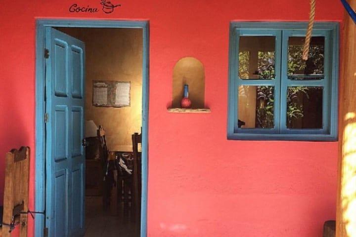 Increibles colores en toda la construcción de la Posada del Abuelito. Foto: kin_mx 2