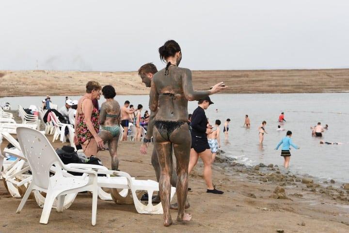 Gente aprovecha los beneficios en Kalia Beach. Foto: jackdahlstrom
