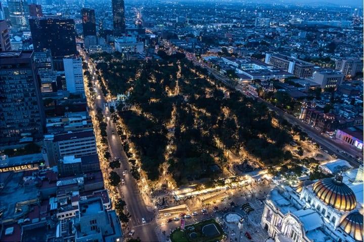 Qué bella es la Alameda de noche, ¿No crees?Foto: Miguel Martínez