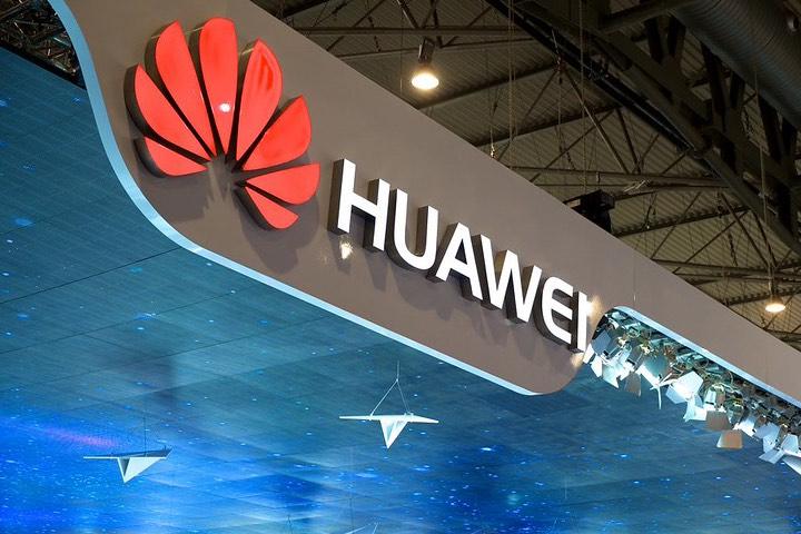 La aplicación de Huawei y Emirates. Foto: Kārlis Dambrāns