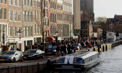 La fila para entrar a la Casa de Ana Frank es gigantesca. Foto: Archivo