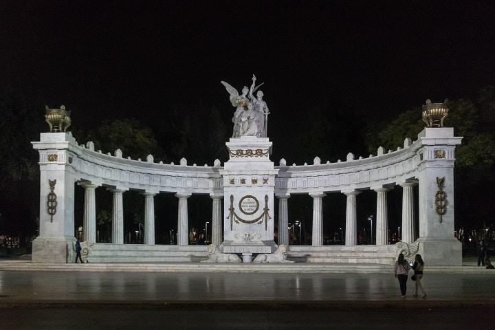 Monumento de mármol para el expresidente mexicano. Foto: Rodemil José