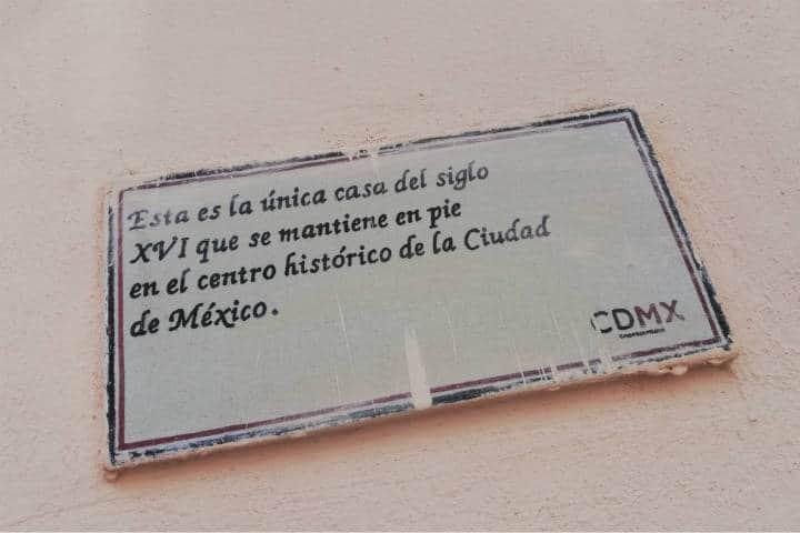 Placa de la casa más antigua de México – Foto Luis Juárez J.