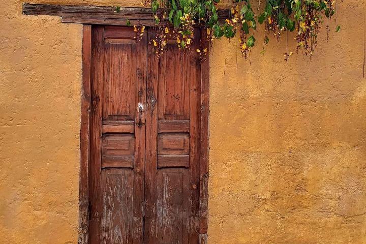 Ésta es la puerta exterior del hostal, ¡Y te da la bienvenida! Foto: Posada del Abuelito