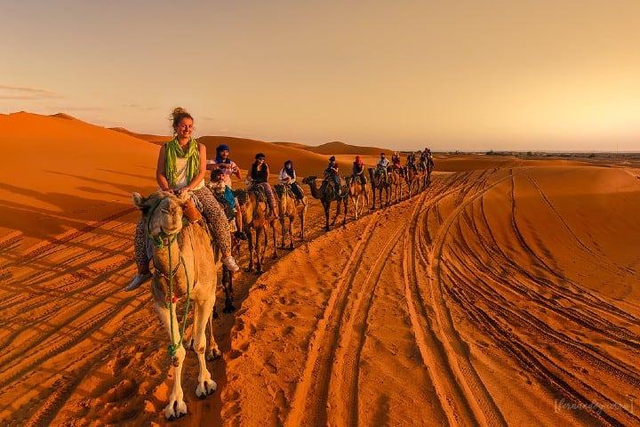 Recorridos en camello por el desierto Foto: Fernando Guerra Velasco
