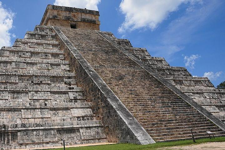 Serenata a la pirámide de Chichén Itzá. Chichén Itzá. Imagen. Scratchbotox