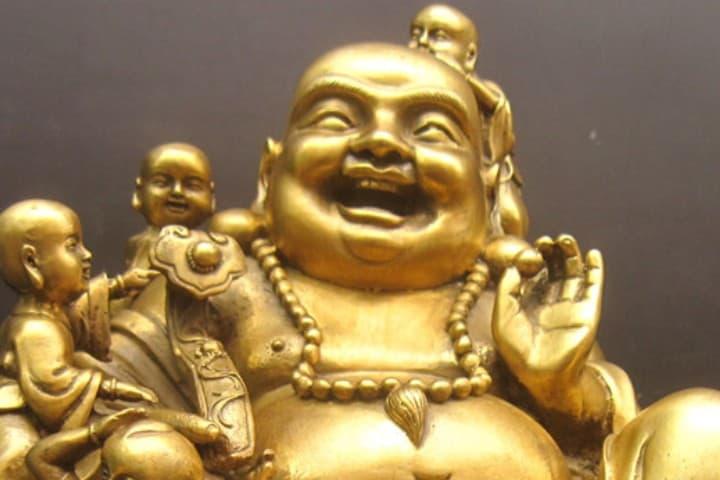 Un monje que siempre estuvo felizmente rodeado de niños Foto: Fengshuinatura | instagram