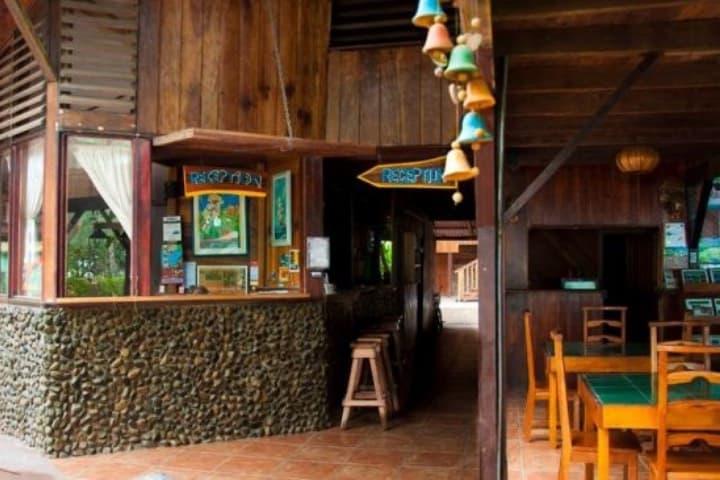 Unos tragos aquí nos regalaron amistades en nuestro viaje a Costa Rica. Foto: My Guide Costa Rica