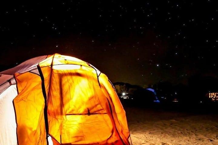 Campamento bajo la luz de las estrellas Foto: hiba_pictures | Instagram